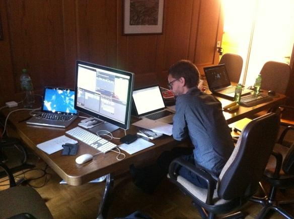 Pascal Werner bereitet das nächste Interview vor